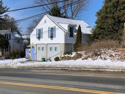 RI-Newport County Single Family Home For Sale: 841 Main Rd