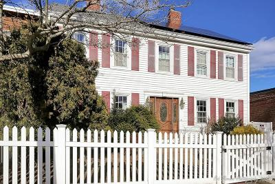 Salem MA Single Family Home For Sale: 118 North St