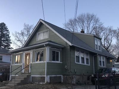 Medford Single Family Home For Sale: 120 Jerome St
