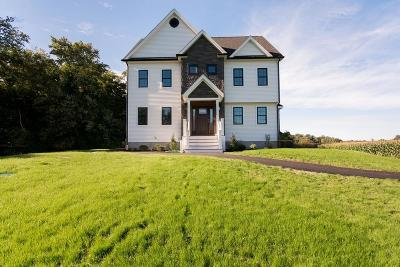 Seekonk Single Family Home For Sale: 390 North Wheaton Avenue