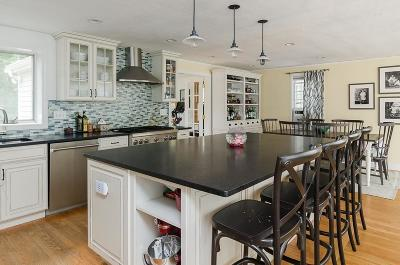 Hingham Single Family Home For Sale: 27 Longmeadow Rd.