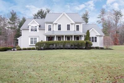 Pembroke Single Family Home For Sale: 55 Deerfield Ln