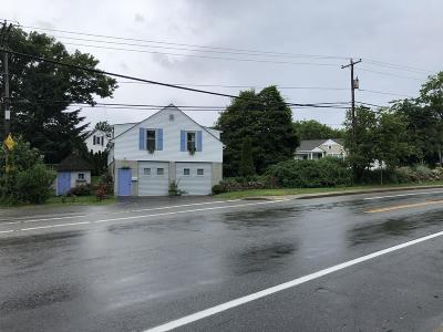 RI-Newport County Single Family Home Price Changed: 841 Main Road