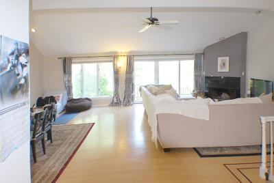 Newton Condo/Townhouse For Sale: 69 Algonquin Rd #69