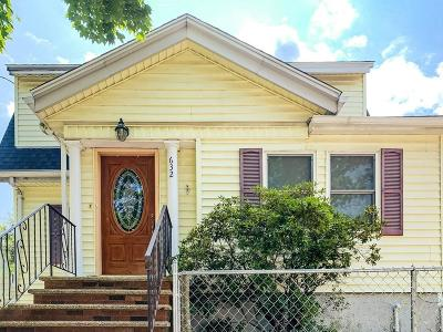 Malden Single Family Home For Sale: 632 Highland Ave