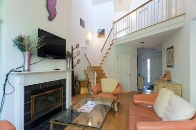 Waltham Condo/Townhouse For Sale: 85 Bishops Forest Dr #85