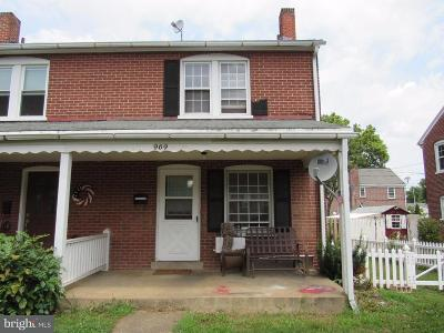 Lancaster Single Family Home For Sale: 969 Center Avenue