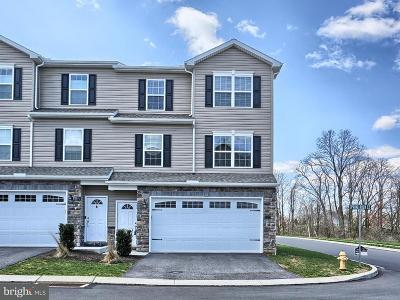 Camp Hill, Mechanicsburg Townhouse For Sale: 825 Spring Rock Court