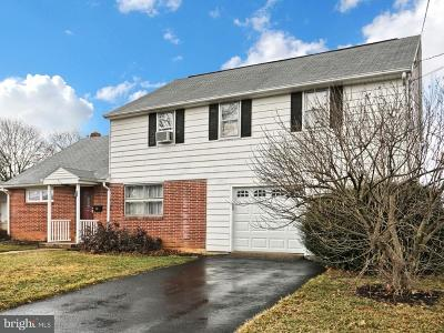 Mechanicsburg Single Family Home For Sale: 905 Apple Drive