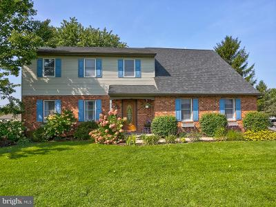 Lititz Single Family Home For Sale: 530 Colonial Crescent Drive