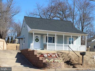 Manassas Park Single Family Home Active Under Contract: 236 Cabbel Drive