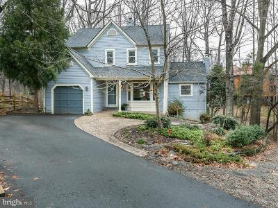 Fairfax County Single Family Home For Sale: 2221 Wakerobin Lane