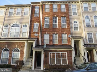 Upper Marlboro Townhouse Active Under Contract: 12238 Open View Lane #805