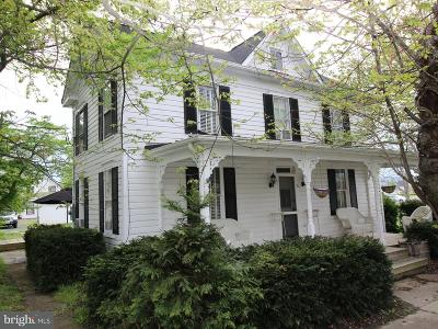 Lovettsville Single Family Home For Sale: 6 Broad Way E