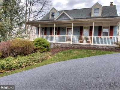 Lititz Single Family Home For Sale: 15 Picnic Woods Circle