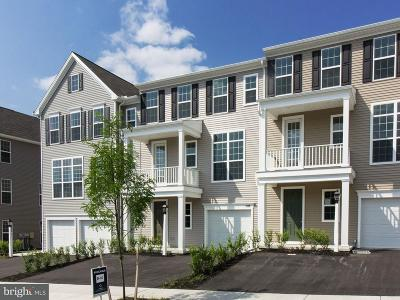 Hummelstown Townhouse For Sale: 2129 Red Fox Drive