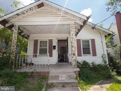 Single Family Home Under Contract: 4241 Dix Street NE