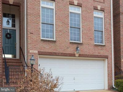 Leesburg Townhouse For Sale: 18514 Bear Creek Terrace