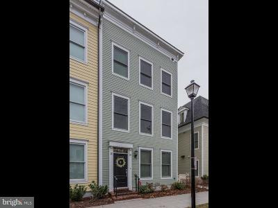 Townhouse For Sale: 934 Alfred Street