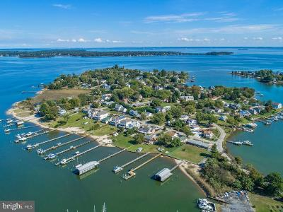 Edgewater Single Family Home For Sale: 3738 Bay Drive