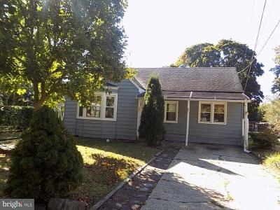 Hightstown Single Family Home For Sale: 305 Morrison Avenue
