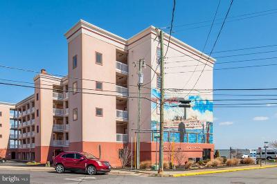 Colonial Beach Condo For Sale: 100 Taylor Street #305