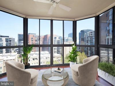 Arlington Condo For Sale: 1600 N Oak Street #1432