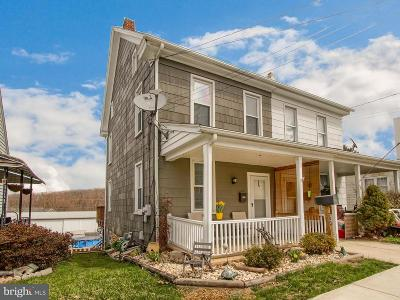 Dallastown Townhouse Under Contract: 37 W Maple Street
