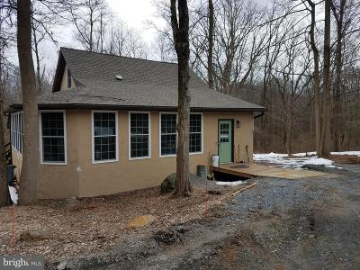 Middletown Single Family Home For Sale: Schoolhouse Road
