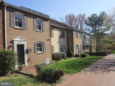 Fairfax, Fairfax Station Townhouse For Sale: 3857 Chain Bridge Road