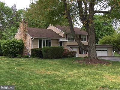 Robbinsville Single Family Home For Sale: 21 Ivanhoe Drive
