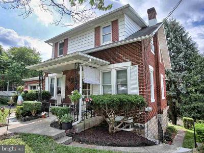 Lemoyne Single Family Home For Sale: 826 Pennsylvania Avenue