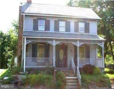 Clarksburg MD Single Family Home Active Under Contract: $275,000