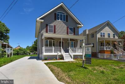 Back River Highlands, Back River Neck, Eastern Terrace, Edgewater, Essex, Holly Neck, Hopewell Pointe, Hyde Park, Macelee, Marlyn Terrace, Middleborough, Middlesex, Riverwood Park, Rockaway Beach, Waterview Single Family Home For Sale: 417 Riverside Drive