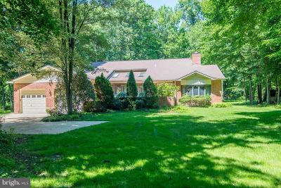 Lorton Single Family Home For Sale: 5916 Hallowing Drive