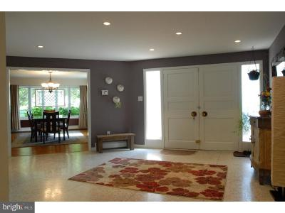Newtown Square Single Family Home For Sale: 12 Philips Lane