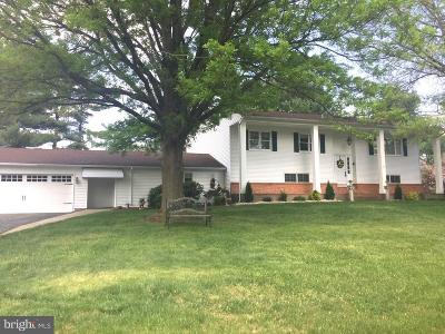 Robbinsville Single Family Home For Sale: 22 Hilltop Place