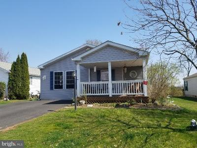 Single Family Home For Sale: 304 Village Way