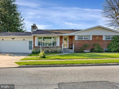 New Cumberland Single Family Home For Sale: 112 Hillcrest Drive