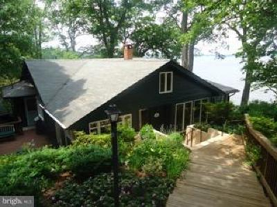 Annapolis Single Family Home For Sale: 137 Friar Tuck Hill