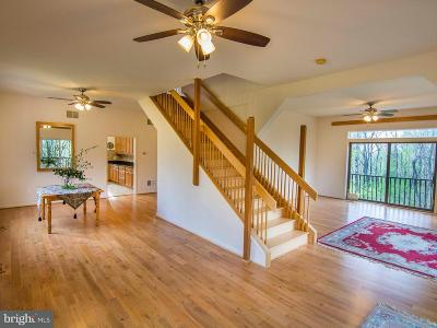 Warren County Single Family Home For Sale: 584 Apple Jack Circle