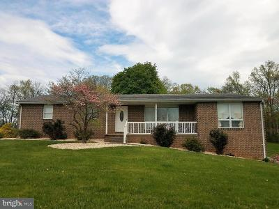 Dillsburg Single Family Home For Sale: 186 S Cherry Lane