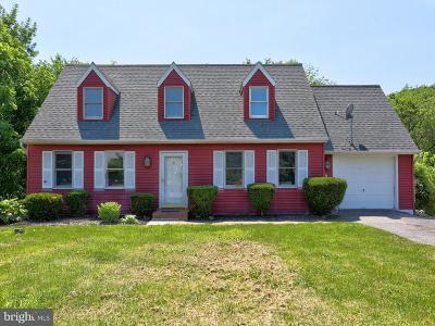 Lancaster Single Family Home For Sale: 12 Jamestown Court