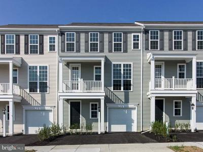 Hummelstown Townhouse For Sale: 2109 Red Fox Drive