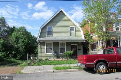 Cumberland Single Family Home For Sale: 50 Browning Street