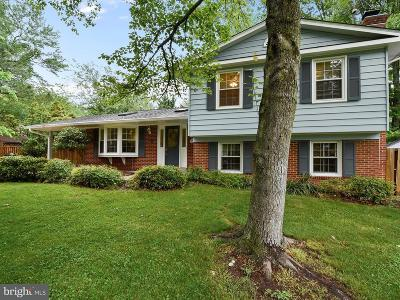 Alexandria Single Family Home For Sale: 2204 Yardley Court