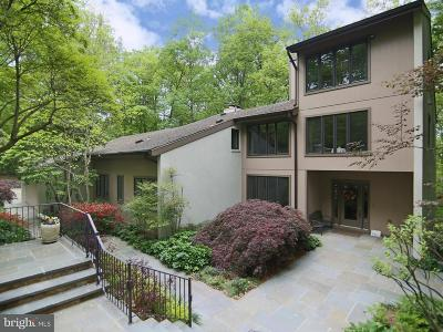 Fairfax Station Single Family Home For Sale: 8334 Cathedral Forest Drive