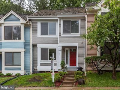 Woodbridge Townhouse For Sale: 3097 Bridgeton Court