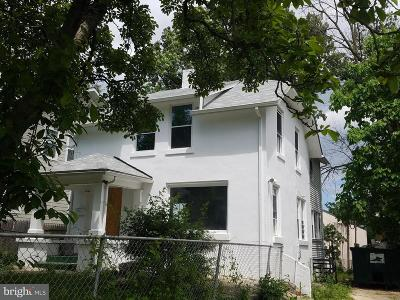 Single Family Home For Sale: 2617 24th Street NE