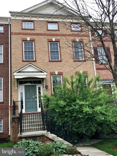 Clarksburg MD Townhouse Active Under Contract: $375,000